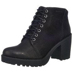 Ein solides Modell in stylischer Ausführung wird Ihnen mit den Grace Stiefeletten der Marke VAGABOND geboten. Das Obermaterial besteht aus griffigem Nubukleder, das seine natürliche Struktur weitgehend beibehalten hat. Ein klassischer Schnürverschluss gibt Ihnen die Möglichkeit, die Passform des Schuhs optimal zu regulieren. Dazu sorgt der breite Blockabsatz samt Profil für ein angenehmes und s...