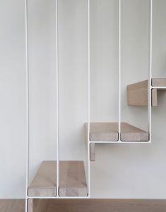 déco cage escalier moderne avec marches en bois