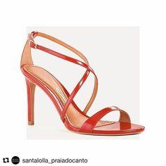 Sábado é dia de arrasar a bordo da nossa sandália com acabamento em verniz deslumbrante! • R$169,90 | Ref: 2641.09EA.0010.0075 • #santalollaverao17 #highheels #red #glam #verao2017 #santalollapetrolina