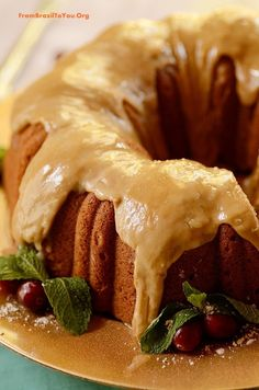 Spiced Sweet Potato Pound Cake with Caramel Frosting - Moist, comforting, aromatic... One of the best desserts for your Thanksgiving... or simply to enjoy with a cup of coffee on a cold day!
