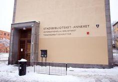 Arabiska, thai, hindi, japanska, lettiska, vietnamesiska och swahili är några av de mer än hundra olika språk som finns på Internationella biblioteket i Stockholm. Biblioteket är en del av Stockholms stadsbibliotek. Internationella biblioteket är också en lånecentral för hela landet och låntagare som inte kan besöka biblioteket kan vända sig till sitt lokala bibliotek för att via det beställa böcker från samlingarna.