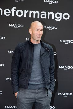 Mango, zidaneformango, Mango Man, Zinédine Zidane, París, Semana de la Moda de… Casual Outfits, Men Casual, Fashion Outfits, Mens Fashion, Bald Men Style, Fashion Business, Moda Formal, Look Man, Vetement Fashion