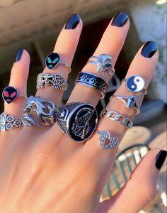 Hand Jewelry, Cute Jewelry, Jewelry Rings, Jewelry Accessories, Jewlery, Fashion Accessories, Fashion Jewelry, Grunge Jewelry, Hippie Jewelry