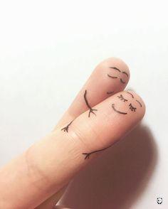 Voici une série de dessins sur les doigts ou les créatifs s'en sont donner à coeur joie pour représenter des personnages et des petites histoires.