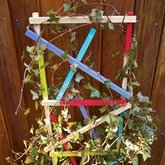 Just love this Rainbow Garden Trellis project: kids can paint it in bright colours & then grow beans, peas, tomatoes or cucumber. Add ruler markings up one side so they can do maths & watch their food grow. Small enough to use in a container garden. Pea Trellis, Bamboo Trellis, Garden Trellis, Garden Crafts For Kids, Recycled Crafts Kids, Spring Crafts For Kids, Rainbow Garden, Colorful Garden, Garden Art