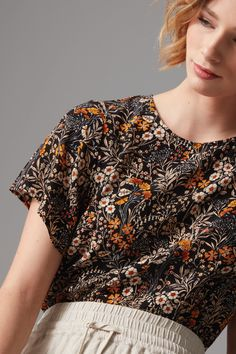 Cut in a beautifully soft and breathable woven viscose this round neck top features a pretty all over floral print. The curved hemline and full floaty sleeve creates a relaxed and flattering silhouette, finished with our signature metal tag. Wear relaxed with your favourite denim or linen shorts for an effortlessly stylish weekend look.