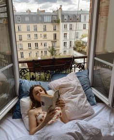 English country decor parisian apartment small bedroom, parisian apartment balcony, old parisian apartment, parisian apartment appartement parisien, jeanne damas h Japanese Apartment, Design Apartment, Parisian Apartment, Apartment Plants, Apartment Entryway, Apartment Goals, Inspiration Design, Morning Inspiration, Fashion Inspiration