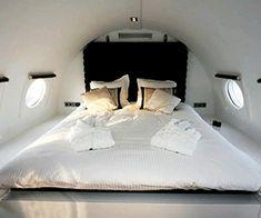 aircraft-hotel-bedroom-design-ideas-small-plane