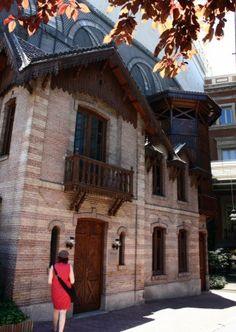 Casita de Muñecas en los jardines del Palacio de Linares en la plaza de Cibeles en Madrid