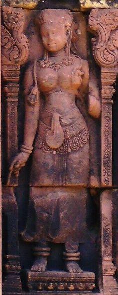 バンテアイ・スレイ (Banteay Srei) はカンボジアにあるアンコール遺跡の一つで、ヒンドゥー教の寺院遺跡。北緯13度59分、東経103度58分で、アンコール・ワットの北東部に位置する。バンテアイは砦、スレイは女で、「女の砦」を意味する。 Gallery, Roof Rack