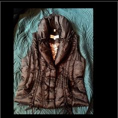 Steve Madden bubble vest Black bubbles vest by Steve Madden. Size small in juniors. Has leopard interior design and lots of pull strings that I tied in bows for a fashionable look. 100% polyester and easy to clean!  No damage and in brand new condition! Steve Madden Tops