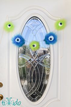 Furry Monster Eyeball Halloween Garland Tutorial | Tikkido.com