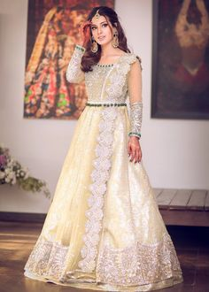 Gown Dress Party Wear, Pakistani Party Wear Dresses, Walima Dress, Designer Party Wear Dresses, Pakistani Dress Design, Western Dresses For Girl, Stylish Dresses For Girls, Wedding Dresses For Girls, Latest Bridal Dresses