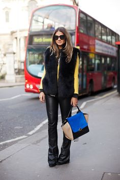 this chica bonita has sick style...  www.blogdathassia...