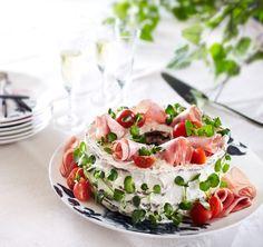 Rukiinen kinkku-piparjuurikakku | K-ruoka #voileipäkakku