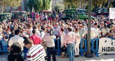 Cientos de agricultores colapsan con tractores Cartagena reclamando agua frente…