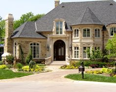Cast Stone entryway and window surrounds Dream House Exterior, Dream House Plans, Villa Design, House Design, Traditional Exterior, Mansions Homes, Architectural Features, Dream Home Design, Exterior Design