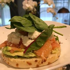 "48 Likes, 11 Comments - Karina Knight, MBA, MS, RD (@karinanutrition) on Instagram: ""Lunch loaded with good fats: bagel top with smoked salmon 🐟 goat cheese 🧀 avocado, lime juice 🍋and…"""