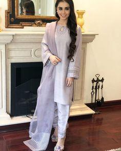 Pakistani Party Wear Dresses, Pakistani Dress Design, Pakistani Outfits, Pakistani Clothing, Pakistani Bridal, Indian Clothes, Indian Bridal, Indian Dresses, Party Dresses