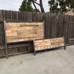Ready in 1 week Industrial Style Reclaimed Wood Bed image 5 Rustic Wood Headboard, Reclaimed Wood Beds, Rustic Bedding, Pallet Wood Bed Frame, Pallet Benches, Pallet Tables, Pallet Bar, 1001 Pallets, Outdoor Pallet