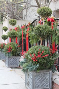 Outdoor Christmas Decorations that will inspire you to decorate your house in a cheerful manner and bring the Xmas spirit to your door t on your front door All Things Christmas, Christmas Holidays, Christmas Wreaths, Merry Christmas, Christmas Garden, Christmas Porch, Christmas Ribbon, Christmas Gifts, Outdoor Christmas Decorations