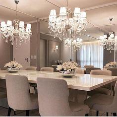 Um luxo de sala de jantar.... E o espelho ampliando o ambiente...: By @ponto3arquitetura #arquiteturadeinteriores #dinningroom #arquitetura #archdecor #archdesign #archlovers #interiores #instahome #instadecor #instadesign #design #detalhes #produção #decoreseuestilo #decor #decorando #decordesign #luxury #decorlovers #decoração #decoration #homestyle #homedecor #homedesign #decorhome #decoracaodeinteriores #detalhes #home #saladejantar