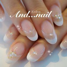 don't like the shape of the nails.but love the design idea. Funky Nails, Glam Nails, Hot Nails, Beauty Nails, Hair And Nails, Bridal Nail Art, Pearl Nails, Wedding Nails Design, Round Nails