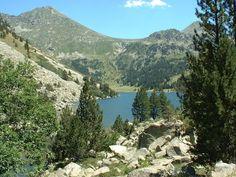 View of Estany Llong in Parc d'Aigüestortes, Pirineos, Catalunya