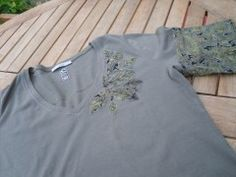Upcycling your t-shirt Add a little pzzazz to your otherwise ordinary t-shirt. Sweatshirt Refashion, Show And Tell, Fabric, Mens Tops, Shopping, Repurpose, Tejido, Tela, Cloths