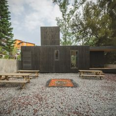 the-black-cabin-by-revolution-architects-09