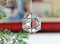 Christmas Ball Tree Decoration, Clear Glass Crystal Geometric Holiday Ornament, Modern 3D Stained Glass Globe Suncatcher Gift for Everone door SNLCreations op Etsy https://www.etsy.com/nl/listing/212233375/christmas-ball-tree-decoration-clear
