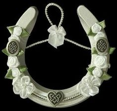 I am Irish.Irish brides carry porcelain horseshoes (up!) during the wedding. Hang above the door of your home after your wedding to bring luck to your home. Held up as to not let the luck run out Pagan Wedding, Celtic Wedding, Horseshoe Crafts, Lucky Horseshoe, Irish Wedding Traditions, Irish Customs, Celtic Heart, Irish Celtic, Handfasting
