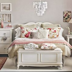 housetohome.co.uk-Cream-and-Floral-Bedroom-Ideal-Home-Housetohome.jpg (550×550)