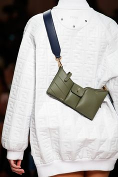 The complete Fendi Spring 2019 Ready-to-Wear fashion show now on Vogue Runway. Fashion Bags, Fashion Show, Fashion Accessories, Fashion Trends, Womens Fashion Online, Latest Fashion For Women, Waist Purse, Sacs Design, Vetement Fashion