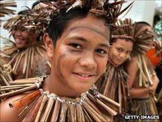 Niuean children prepare to do a traditional dance