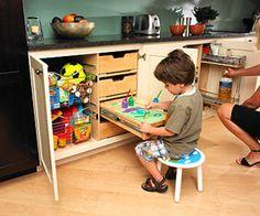 Un cajón con tapa se convierte en mesa de juegos DonDeHogar: Accesorios para muebles de cocina (Caso 69 ReDecorate)