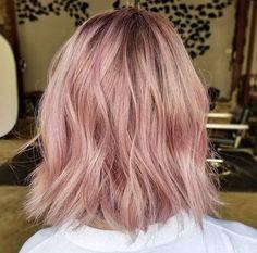 70 ideas hair wavy tutorial hairstyles for 2019 - Hair Styles Light Pink Hair, Pink Hair Dye, Pastel Pink Hair, Hair Color Pink, Hair Dye Colors, Hair Color And Cut, Dye My Hair, Cabelo Rose Gold, Mermaid Hair