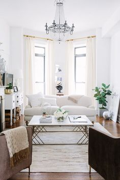 The majority of the apartments and homes I share on the {styled space} column are spaces that I admire, but wouldn't necessarily live in. Occasionally, I share one like today's: Alaina Kaczmarski's gorgeous greystone apartment in Chicago –a home I would consider a dream to live in! I have a thing for French-inspired homes in the US, and Alaina's home …