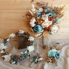 In this DIY tutorial, we will show you how to make Christmas decorations for your home. Prom Flowers, Bridal Flowers, Flower Bouquet Wedding, Clay Flowers, Silk Flowers, Dried Flowers, Christmas Decorations To Make, Wedding Decorations, Bride Bouquets