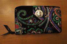 Vera Bradley - nwt - new pattern - turnLock Wallet - Kiev Paisley - clutch