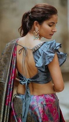 If your heart skips a beat, every time you encounter an amazing blouse design on the runway. If the latest collection of stylish blouses is all you want rn, then just chillax and enjoy this assorted collection of designer blouses with us. Saree Jacket Designs, Saree Blouse Neck Designs, Fancy Blouse Designs, Sleeves Designs For Dresses, Stylish Blouse Design, Designer Blouse Patterns, Blouse Models, Blouse Styles, Indian Beauty