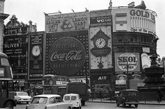 50 year old images shows what Piccadilly Circus looked like Good Advertisements, Creative Design Agency, Victorian Life, Carnaby Street, Piccadilly Circus, Old Images, River Thames, 50 Years Old, Old London