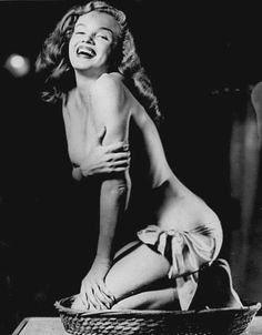 Xmas - the photo of Marilyn Monroe by Earl Moran which he created pin-up art from (see photo) Joven Marilyn Monroe, Marilyn Monroe Fotos, Young Marilyn Monroe, Earl Moran, Thing 1, Pinup Art, Norma Jeane, Bikini Pictures, American Actress