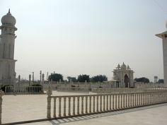 #magiaswiat #vrindavan #matura #podróż #zwiedzanie #indie #blog #świątynie #krishna #gopi #aszram #ogrody #jamuna #mandir #kund #ghaty #govinddev# vaishnodevi #pałac #giridharigoudiya #namyogasadhana Mandir, Krishna, Big Ben, Building, Blog, Travel, Viajes, Buildings, Blogging