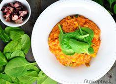 Ingrediencie (na 4 porcie): 200g hnedej alebo divokej ryže 150g paradajkového pretlaku 2 PL horčice hrsť bazalky 200g strúhanej mozzarelly 2 PL sójovej omáčky cesnakové korenie mrazená zelenina (voliteľné) špenát (voliteľné) Postup: Ryžunasypeme do hrnca,prepláchneme a následne zalejeme dvoma dielmi vody. Pridáme do nej sójovú omáčku, paradajkový pretlak, horčicu, poriadne zamiešame a necháme variť na […]