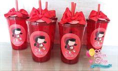 Copos Personalizados - Chapeuzinho Vermelho    Lindosss copos de 700ml para lembrancinha de sua festa!  Copos em acrílico, acompanha canudo! Adesivo em vinil!  Acompanha laço largo de cetim e tag de agradecimento :)    Medidas copo: 14 de altura (sem o canudo) Graduation Party Themes, 1st Birthday Themes, Red Riding Hood Party, Snow White Birthday, Little Red, Picnic, Alice, Birthdays, Candy