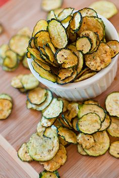 Salt and Pepper Zucchini Chips Oh MY Goodness. Full of flavors, slightly spicy. Salt and Pepper Zucchini Chips Veggie Recipes, Snack Recipes, Cooking Recipes, Recipes Dinner, Cooking Time, Tailgating Recipes, Party Recipes, Clean Recipes, Zucchini Chips Recipe