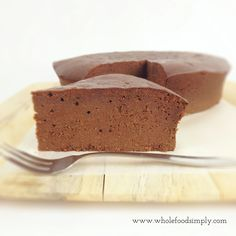 5 Ingredient Chocolate Mud Cake 1 cup full fat coconut milk 400 grams dark chocolate, roughly broken into pieces 4 tablespoons honey 6 eggs 2 cups almond meal Gluten Free Sweets, Paleo Dessert, Healthy Sweets, Dessert Recipes, Sweet Recipes, Baking Recipes, Whole Food Recipes, Baking Ideas, Clean Recipes