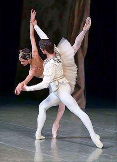 Kristina Shapran and Xander Parish in Balanchine's Diamonds © Svetlana Avvakum