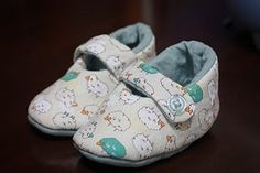 baby shoes. scroll to bottom of post for link to pattern